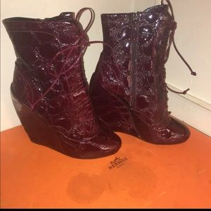 Alaia patent leather burgundy wedges